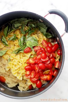 One-Pot Caprese Pasta Dinner: Its all cooked in the same pot! The quickest, most delicious pasta dinner you will ever make! Happiest of Sundays, everyone! Summer Pasta Recipes, Pasta Dinner Recipes, Easy Pasta Dinners, Recipe Pasta, Rockcrok Recipes, Cooking Recipes, I Love Food, Good Food, Caprese Pasta