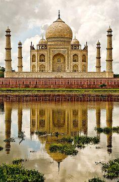 A lasting monument to love. Taj Mahal in India.Visit https://www.homeaway.com.sg/vacation-rentals/india/uttar-pradesh/agra?oq=Agra%2C+Uttar+Pradesh%2C+India to find more vacation rentals in Agra, India! #india #love #Taj mahal
