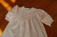 The Old Fashioned Baby Sewing Room: A Friend Makes a Pink Daygown--Baby Layette pattern from CN magazine Layette Pattern, Frocks And Gowns, Smocked Baby Dresses, Baby Layette, Vintage Baby Clothes, Baby Gown, Heirloom Sewing, French Lace, Baby Sewing