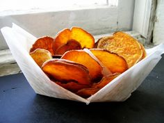 Sweet Potato Rounds with Rosemary-Butter Sauce - For the perfect side dish to virtually any meat, serve up these tender-crisp sweet potatoes that are grilled to perfection and drizzled with a creamy rosemary-infused butter sauce Low Calorie Dinners, Low Calorie Recipes, Healthy Dinner Recipes, Great Recipes, Favorite Recipes, Vegetarian Recipes, Healthy Cooking, Microbiome Diet, Metabolism Boosting Foods