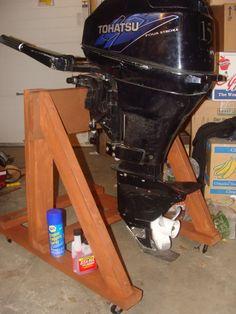 DIY Outboard motor stand pictures and plans - Alaska Outdoors Forums Duck Boat, Jon Boat, Boat Dock, Outboard Motor Stand, Outboard Motors, Pontoon Boat Furniture, Garage Lift, Boat Restoration, Boat Storage