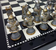 MEDIEVAL TIMES CRUSADES BUSTS GOLD SILVER Chess Set BLACK & WHITE BOARD 15