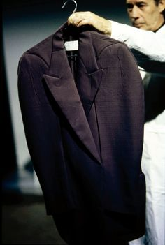 Maison Martin Margiela Spring 1998 Ready-to-Wear Collection Photos - Vogue 1950s Jacket Mens, Cargo Jacket Mens, Grey Bomber Jacket, Green Cargo Jacket, Leather Jacket, Fall Jackets, Men's Jackets, Khaki Parka, Baggy Clothes