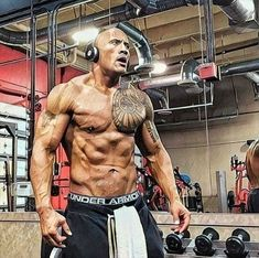 "Dwayne ""The Rock"" Johnson Workout and Diet Rock Johnson, Dwayne The Rock, Wwe The Rock, The Rock Workout, Tatuagem The Rock, Physique, Gym Frases, Sport Studio, Mens Fitness"