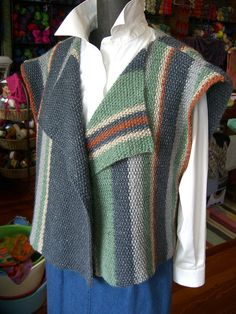 Elegant Sleeveless Wrap by susanbarnhorst Weaving Textiles, Weaving Patterns, Knitting Patterns, Sew Your Own Clothes, Sewing Clothes, Crochet Woman, Knit Crochet, Loom Weaving, Hand Weaving