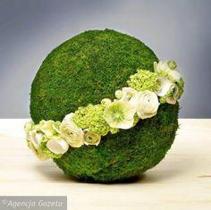 moss covered oasis sphere with band of flowers Arte Floral, Deco Floral, Floral Design, Ikebana Arrangements, Modern Flower Arrangements, Flower Ball, My Flower, Fleur Design, Grave Decorations