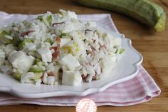 RISO FREDDO ZUCCHINE MOZZARELLA PROSCIUTTO CRUDO Rice Dishes, Light Recipes, Prosciutto Crudo, Food Art, Italian Recipes, Feta, Potato Salad, Cabbage, Dairy