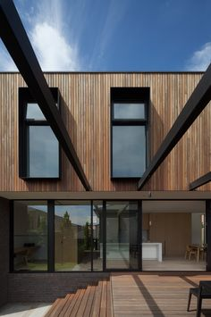 North Balwyn Residence by Matyas Architects Wooden Cladding Exterior, Brick Cladding, Wooden Facade, House Cladding, Facade House, Facade Architecture, Residential Architecture, Australia House, Villa