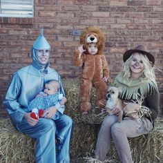 These Wizard of Oz DIY family Halloween costumes are simply amazing! Check out the post for 100 creative costume ideas and awesome Halloween costume inspiration! Baby Peter Pan Costume, Baby Bunny Costume, Diy Baby Costumes, Homemade Costumes, Family Halloween Costumes, Costume Ideas, Halloween Couples, Homemade Halloween, Halloween 2019