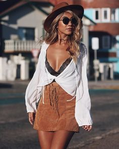Discover sassy festival outfits for Coachella here. We are sure that like all Coachella-goers, you prepare for the festival beforehand. So, we guess you might need some inspirational ideas. Clubbing Outfits, Rave Outfits, Boho Outfits, Fashion Outfits, Summer Concert Outfits, Coachella Outfit Ideas, Country Concert Outfit, Hipster Outfits, Festival Looks