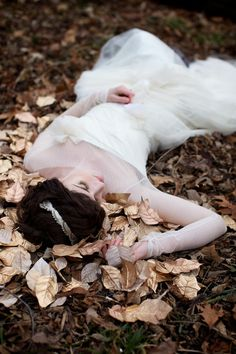 Such a romantic, hauntingly beautiful shoot http://su.pr/8Gjfvz photos by Simply Jessie