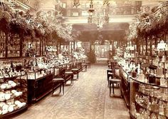 英国のデパート、ハロッズの香水売り場、1903年当時。