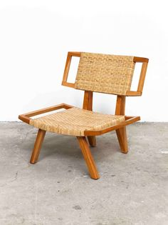 This lounge chair perfectly blends classic and modern.