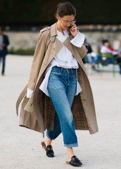 Women S Fashion Overnight Shipping Simple Outfits, Casual Outfits, Burberry Trenchcoat, Trench Coat Outfit, White Shirt And Jeans, Look Blazer, Classic Trench Coat, Vetement Fashion, Winter Stil