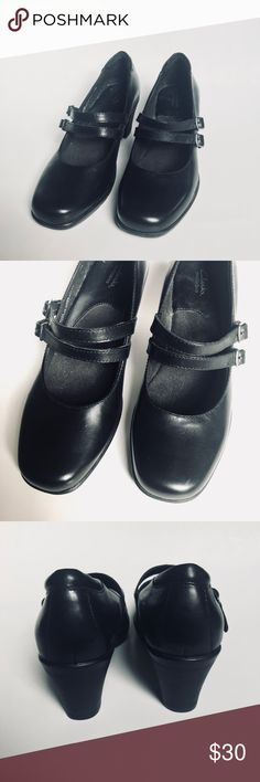 Clarks Bendables Black Mary Janes Heels 💕 Size 7.5. Clarks are known for its comfortable wear 💕 color is black with two straps. Clarks Shoes Heels