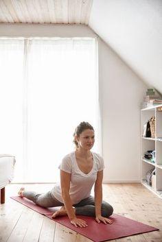 Yoga: 4 postures faciles à pratiquer à la maison en 15 minutes
