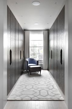 INTERIOR-iD - Dressing Room in private house in Chelsea, London. Front finish in dark stained oak, internal finish in natural cedar wood Walk In Closet Design, Bedroom Closet Design, Closet Designs, Room Decor Bedroom, Dressing Room Closet, Dressing Room Design, Dressing Rooms, Ideas Armario, Wardrobe Door Handles