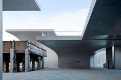 Vista exterior. Long Museum (West Bund) por Atelier Deshaus. Fotografía © Su Shengliang. Señala encima de la imagen para verla más grande.
