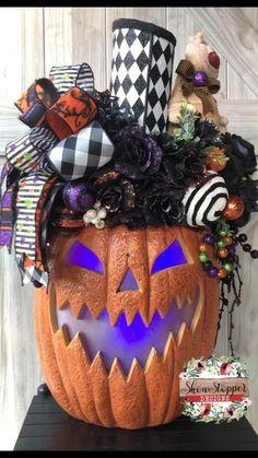 Pink Christmas Decorations, Easy Halloween Decorations, Halloween Signs, Halloween Birthday, Halloween Party Decor, Holidays Halloween, Spooky Halloween, Halloween Wreaths, Halloween Stuff