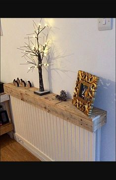 Radiator Cover Pallet Shelf Used For Displaying Things Hack Diy Ikea Cabinet Radiator Covers Ikea, Radiator Shelf, Cool Shelves, Pallet Shelves, Room Interior, Interior Design Living Room, Hallway Shelf, Ikea Hallway, Hallway Ideas