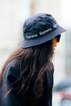 Right now there are some daring hat styles that have taken favor among the fashion set. These are the hat trends we're seeing everywhere. Outfits With Hats, Cute Outfits, Bucket Hat Outfit, Cute Hats, Hats For Women, Winter Fashion, Winter Hats, Models, Lady