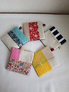 Awesome 15 Beginner sewing projects tips are available on our internet site. look at this and you wont be sorry you did. Scrap Fabric Projects, Fabric Scraps, Sewing Hacks, Sewing Crafts, Eco Deco, Origami Envelope, How To Make Purses, Fabric Coasters, Japanese Quilts