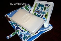 The Woobie Shop: Zippered Wet Bag & Diaper Tote Tutorial Cloth Diaper Covers, Cloth Diapers, Wet Bag Tutorials, Feminine Pads, Tote Tutorial, Joann Fabrics, Baby Crafts, Sewing Projects, Sewing Ideas