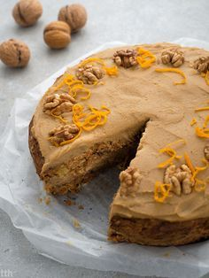Ciasto marchewkowe z kremem orzechowym z ciecierzycy wegansko, bezglutenowo, bez cukru