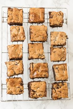 Visit The Sweetest Occasion and make these triple layer dulce de leche brownie cookie bars - the perfect holiday cookie exchange recipe! Cookie Brownie Bars, Cookie Desserts, Just Desserts, Fudge Recipes, Cookie Recipes, Dessert Recipes, Brownies, Crispy Oven Fried Chicken, Fries In The Oven