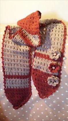 Sciarpa a colonnine con fiori crochet