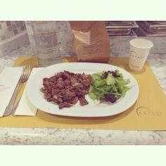 Buona Cena   #buona #cena #friends #eataly #smeraldo #kebab #insalata #light #milan #city #like #pinterest #instagram #tumblr #twitter #foursquare #facebook #food (presso Eataly Milano Smeraldo)