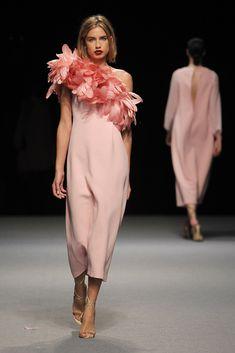Couture and Class Fancy Dress, Dress Up, Catwalk Collection, Sculptural Fashion, Dress Hats, Flower Dresses, Formal Dresses, Wedding Dresses, Beautiful Dresses