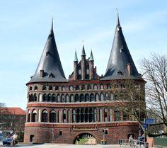 2012 Lübeck - Holstentor - Zur Altstadt zugewandte Ostfassade (Foto: mimi.handorf / Panoramio). ☺