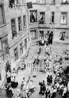 Hinterhof-Fest in einem Berliner Arbeiterviertel, 1926