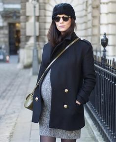 Pregnant Street Style Outfits So Chic You'll Want to Recreate Them Even If You're Not Expecting schwanger-outfit Winter Maternity Outfits, Stylish Maternity, Maternity Wear, Maternity Fashion, Pregnancy Fashion, Maternity Styles, Maternity Swimwear, Maternity Clothing, Maternity Pictures