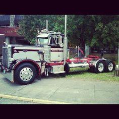 Custom Peterbilt, Peterbilt 359, Peterbilt Trucks, Show Trucks, Big Rig Trucks, Old Trucks, Custom Big Rigs, Custom Trucks, Bike Photoshoot