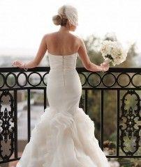 Wedding Dress, Vera Wang - West Hollywood Wedding http://caratsandcake.com/arielleandmathew