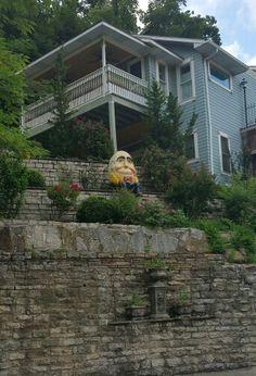 Humpty Dumpy sat on a wall....