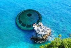 This is another actual photo taked of a submerged UFO. Aliens And Ufos, Ancient Aliens, Ancient Mysteries, Ancient Artifacts, Manado, Alien Theories, Unexplained Phenomena, Under The Ocean, Mystery Of History