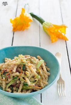 Pasta con fiori di zucca e speck  http://blog.giallozafferano.it/passionecooking/pasta-zucchine-fiori-zucca/