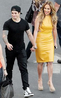 JLo holds hands with boyfriend Casper Smart on the studio backlot of American Idol in L.A. on Apr. 16