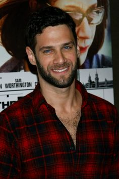 I'm such a sucker for men with facial hair and plaid shirts. :P lol Justin Bartha. Justin Bartha, Darren Criss, Hairy Men, Bearded Men, Sexy Bart, Beard Designs, Raining Men, Famous Men, Attractive Men