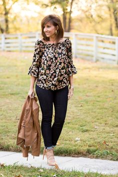 FLORAL AND LACE UP TRENDS FOR FALL