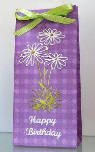 blog.karten-kunst.de - Geburtstagstüte. Gift Bag Punch Board, Memory Box Glorious Gerber Daisies, Elizabeth Craft Design  Happy Birthday