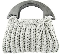 Hoooked is your one-stop shop for sustainable yarn (including Zpagetti T-shirt yarn), DIY kits, and patterns for knitting, crochet and macramé! Crochet Handbags, Crochet Purses, Diy Crafts Crochet, Knitted Necklace, Diy Sac, Crochet T Shirts, Yarn Shop, Purse Patterns, T Shirt Yarn