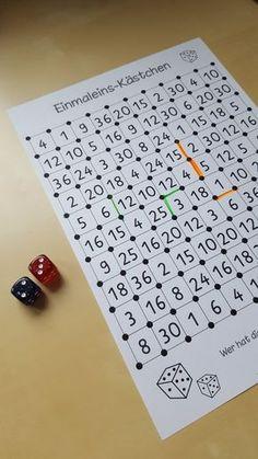 Heute gibt es ein etwas längeres Einmaleins- und Strategiespiel von mir. Es ist ähnlich wie Käsekästchen, aber wird mit zwei Würfel gespiel... Elementary Math, Kindergarten Math, Teaching Math, Maths, Math Games, Preschool Activities, Math Magic, Math Art, Alphabet Worksheets