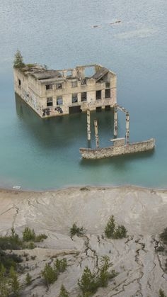 Have you seen pictures and videos of this weird place where a ruined concrete building appears to be suddenly swallowed by a exceptionally blue lake? It´s the Rummu quarry, and yes, it is as amazing as it looks. Read more to find out more about it! See Picture, Picture Video, Concrete Building, Suddenly, Prison, Underwater, Travel Photos, Abandoned, How To Find Out