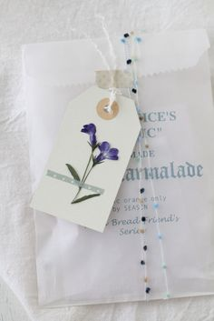 Pressed flowers and washi tape. http://klastyling.com/2013/07/6597/