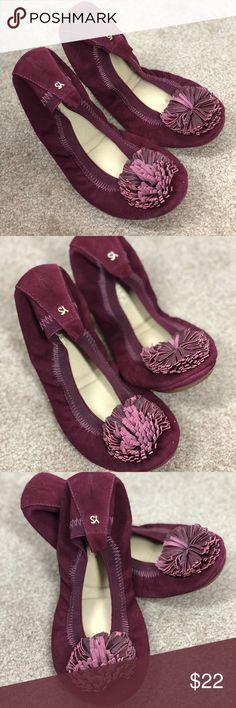 YOSI SAMRA 6 Maroon Pom Pom Samara Ballet Flats YOSI SAMRA Women's size 6  maroon red foldable ballet flats  excellent condition - look never worn!  samara style with pom pom flower  super cute!  smoke free home   thanks for looking! Yosi Samra Shoes Flats & Loafers