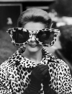Model June Pickney in oversized leopard skin sunglasses & coat, (luv the oversize, not saying wearing leopard today is cool at all! Fake leopard is best! Der Leopard, Leopard Fur Coat, Cheetah, Leopard Jacket, White Leopard, Moda Vintage, Style Vintage, Vintage Fashion, Vintage Black